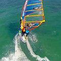 Windsurfing z dronem przy 20 węzłach!